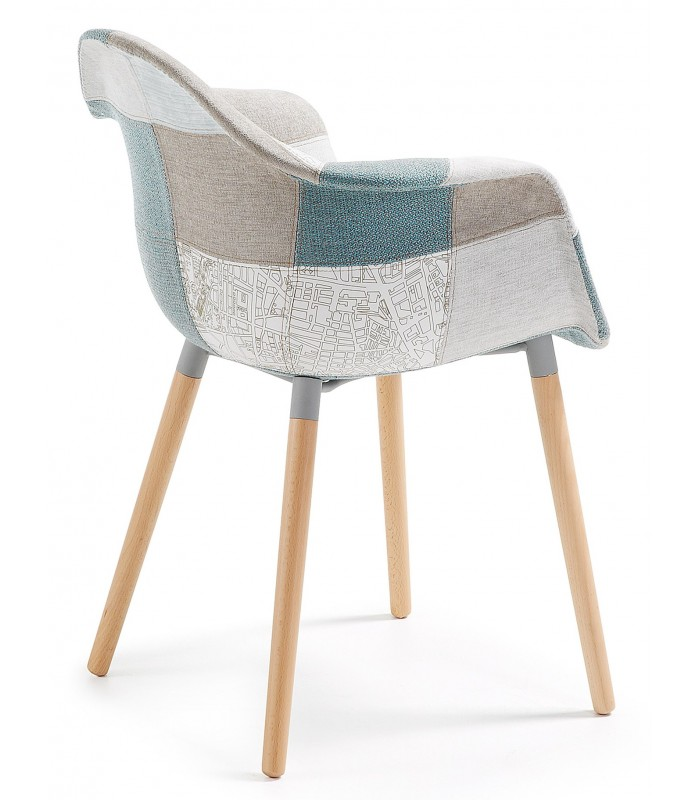Kenna bras chaise en bois naturel tissu patchwork bleu for Chaise scandinave patchwork bleu